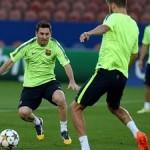 Sesje ćwiczeń techniki podań w wykonaniu FC Barcelona: cz.1